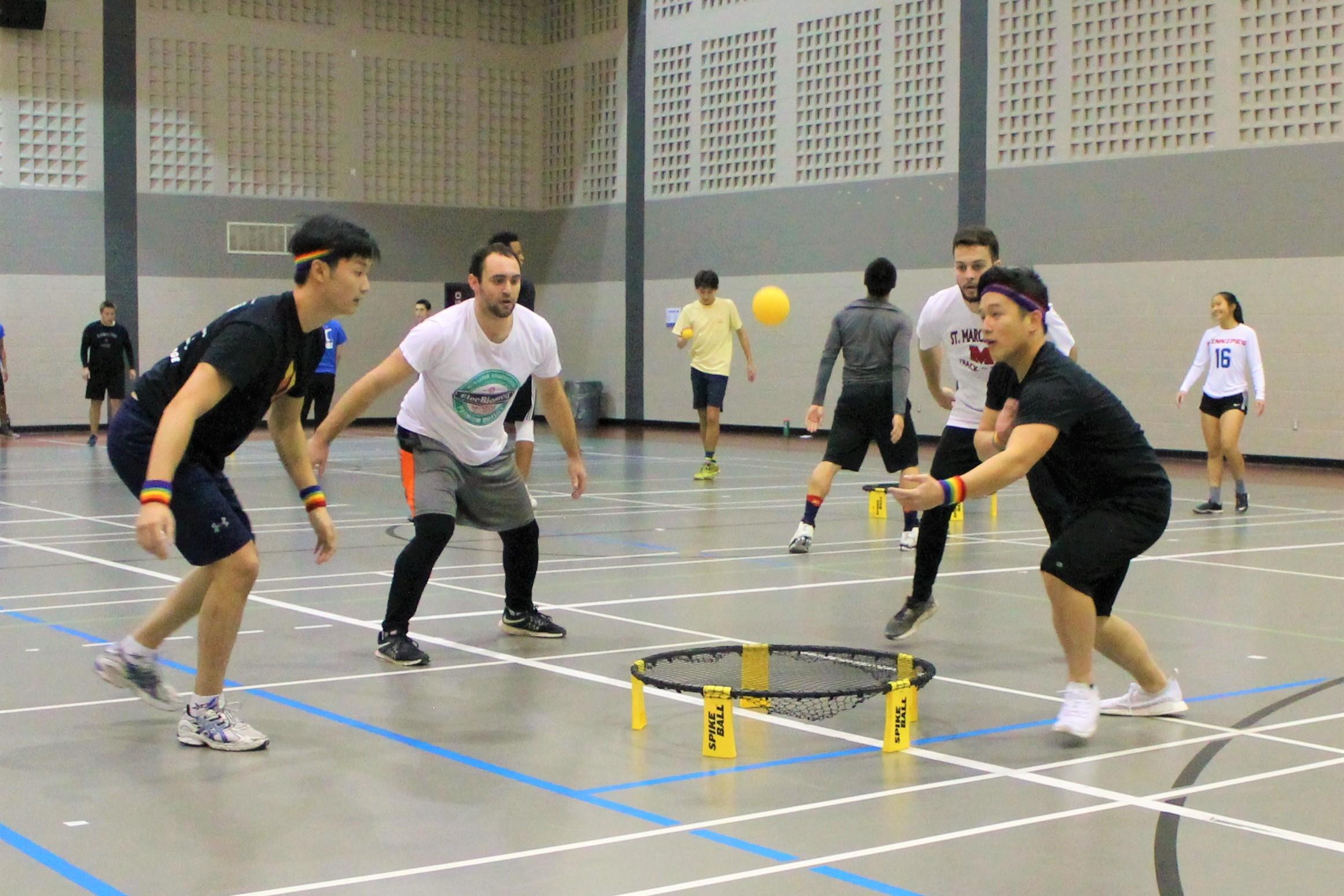 guys playing spikeball